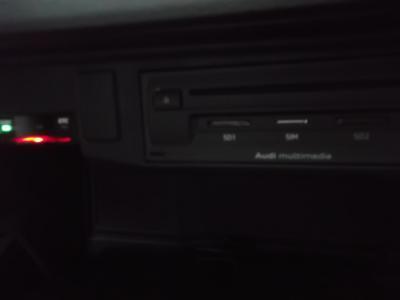 アウディQ2 新潟中古車 H29年に出たアウディ最小コンパクトSUV。アイドルSTOP付3気筒1Lターボエンジンに7速デュアルクラッチATを搭載し新車価格364万円。装備は★LEDヘッドライト&LEDテール★MMIナビフルセグTV&バックカメラ★アウディスマートフォンインターフェイス★17インチアルミ★レーダーブレーキ&レーダークルーズC★スポーツシート&Fシートヒーター★キーフリー&プッシュスターター★オートAC★ETCなどが付いています。